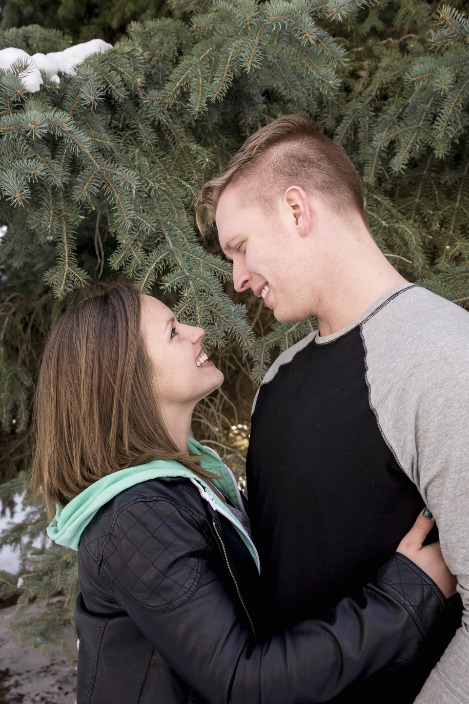 savage_couple_portrait_snow_pine_utah_Christin-4.jpg