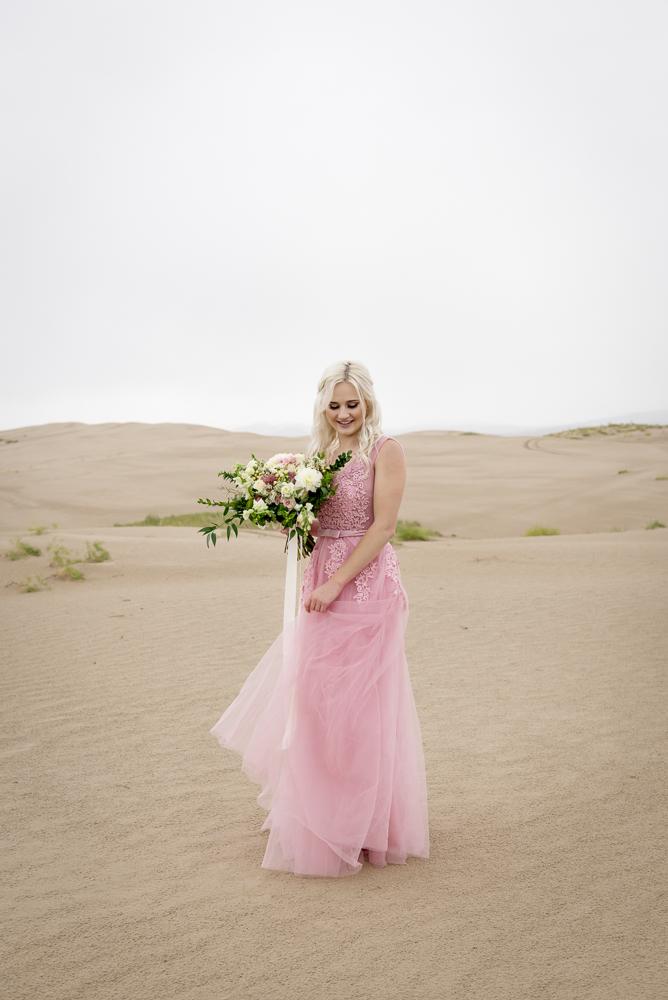 sand_dunes_pink_utah_fashion_bridal-16.jpg
