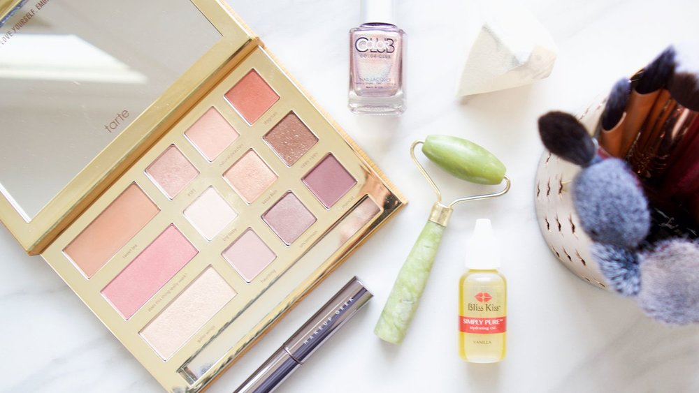 tarte grav3yard girl palette | highlighter | makeup geek lipstick | holographic nail polish | makeup flatlay | mercuteify