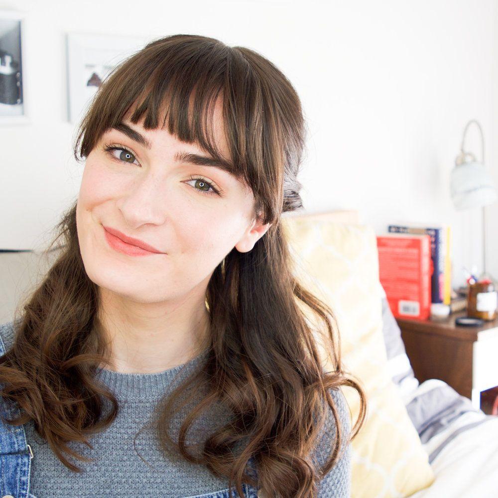 eyebrows and bangs| brown hair bangs | bangs hairstyles | Curl medium hair | Mercuteify