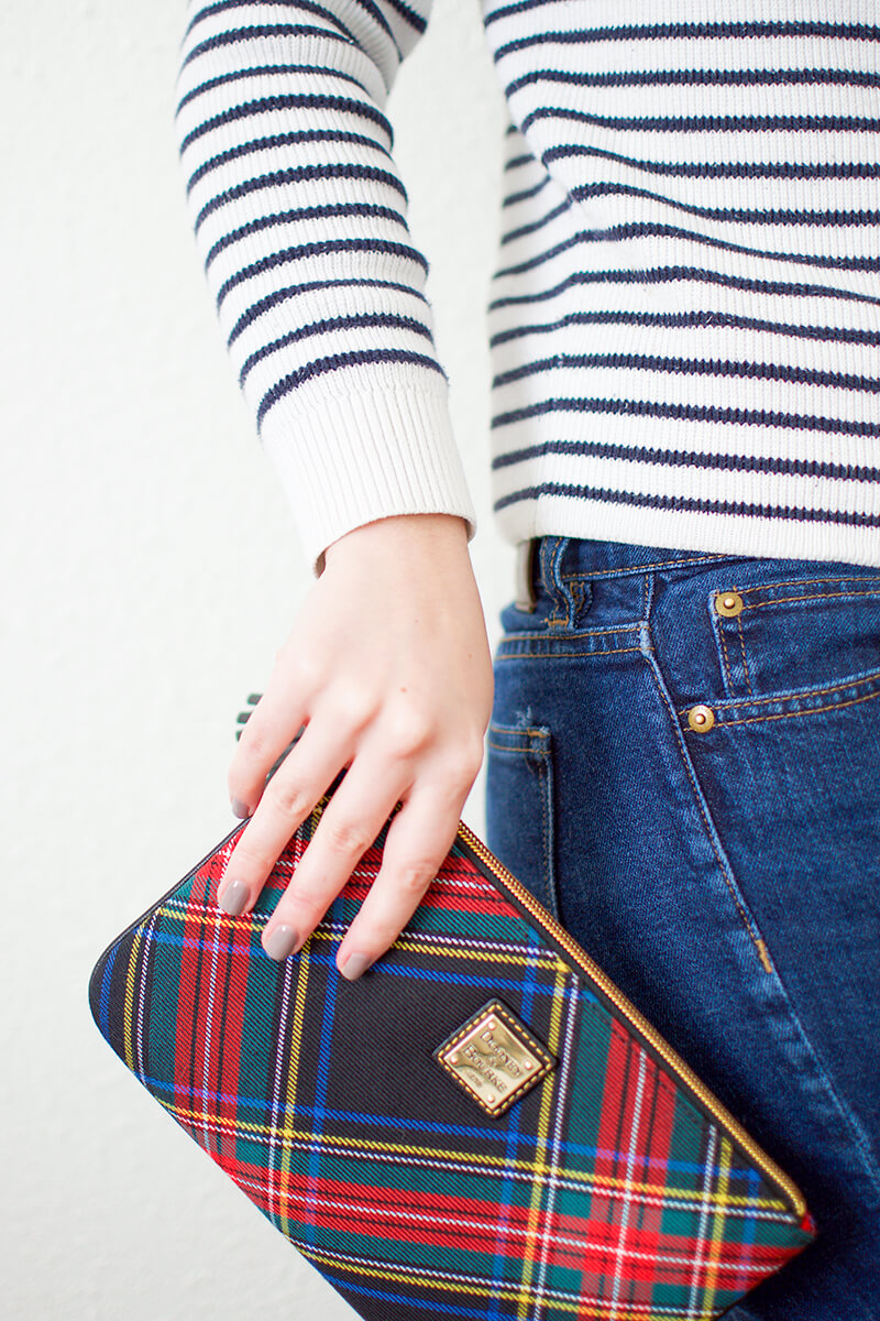 dooney-and-bourke-plaid-clutch-mercuteify.jpg