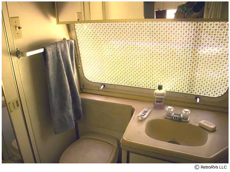 73Sfari_bathroom.jpg
