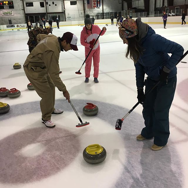 League One presented by @browndogpizza continues Monday night 8:45-10:45pm. Spectators welcome! #goodcurling #SWEEP #hurryhard #sanjuansweepingco