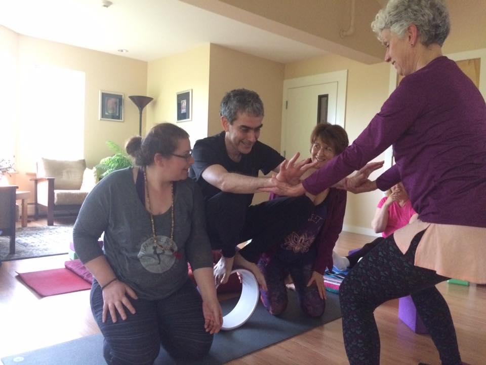 Leo finds balance with a little support from Pam, Heather, and Jo Ann