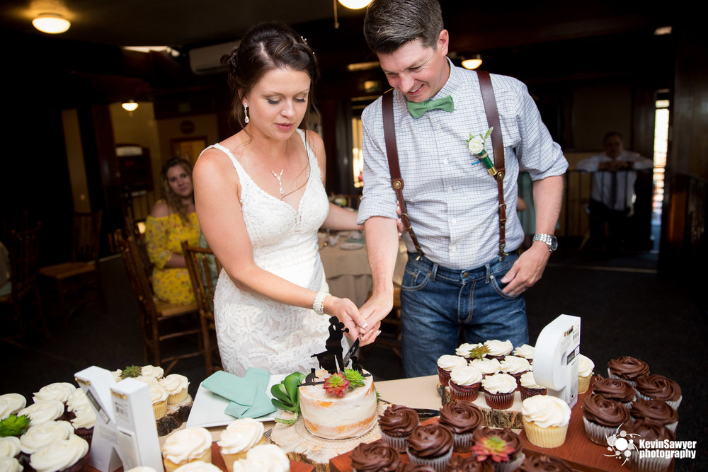 lake tahoe wedding photographer heavenly lake view lodge cake cutting