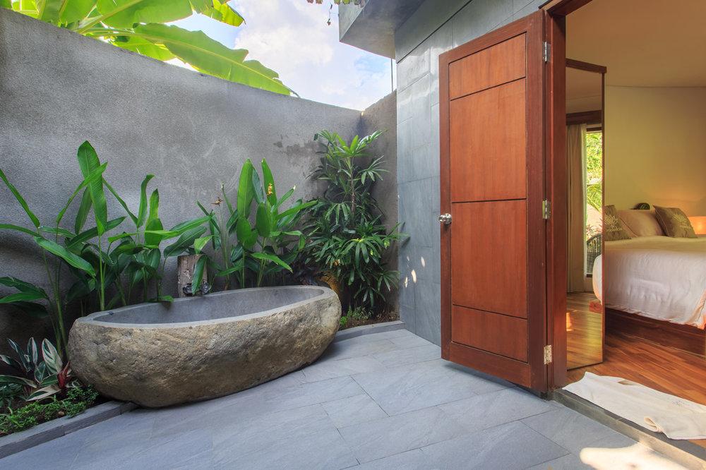 2bedvilla-bath01.jpg