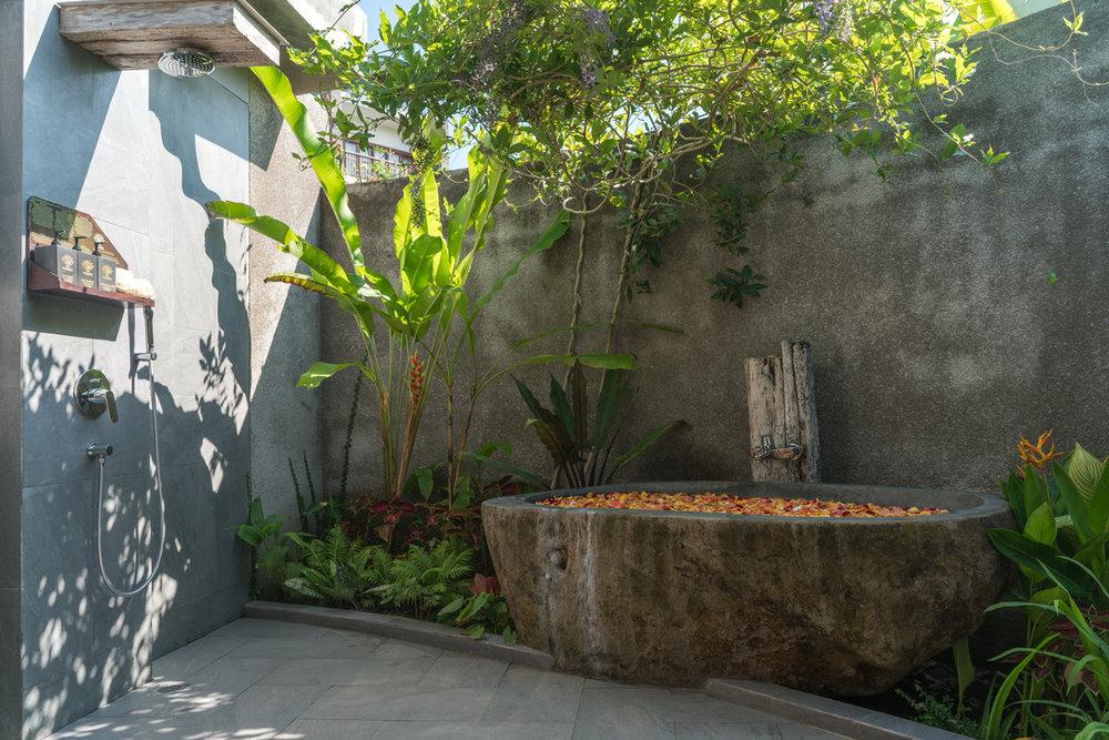1bedvilla-bath-01.jpg