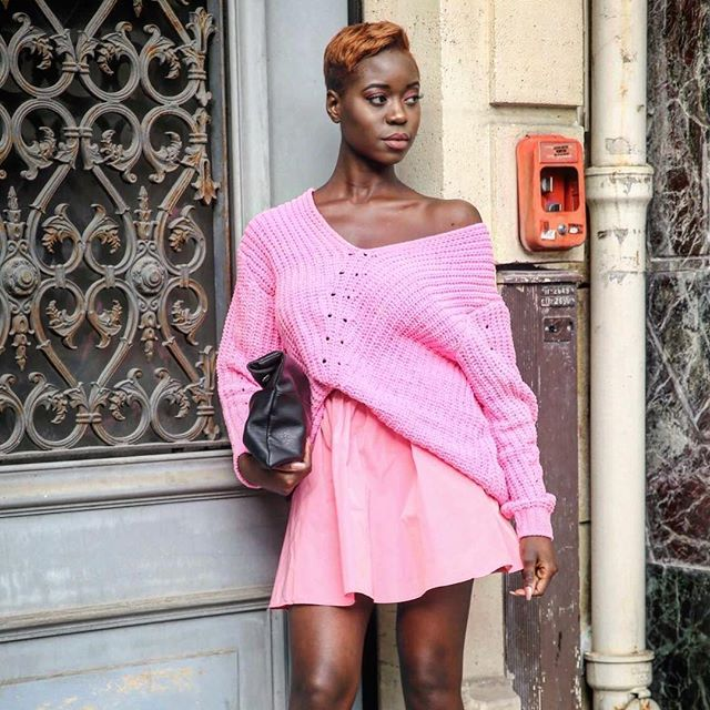 Loving this pink outfit! Captured by @capbylv during #PFW 💕 #paris #france #streetstyle #parisfashionweek #pink #dispurs #fashionweek
