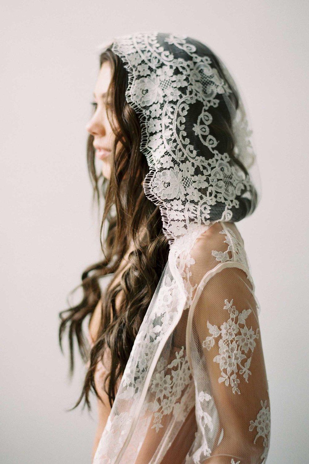 GirlandaSeriousDream Stella lace robe hooded hoodie French calais dentelle ivory bride boudoir.jpg