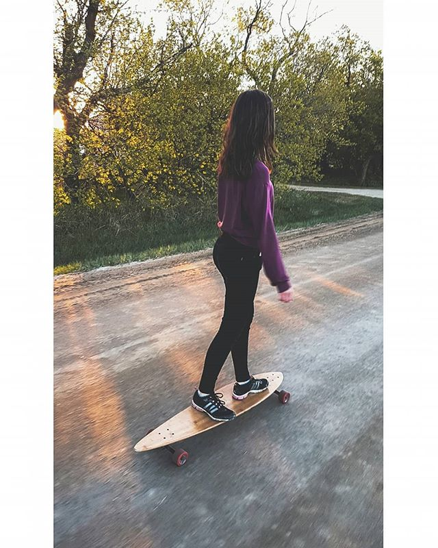 Backroad boarding featuring the cruising queen 👸
