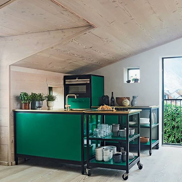 Thank you Scandinavian Living magazine for featuring this racing green CPH Square kitchen found at Kähler and Warm Nordic owner Frantz Longhi's apartment in Aarhus. #regram #cphsquare #scandilivingmagazine #kitchendesign #kitchen #dreamkitchen #green #nordicdesign #scandinaviandesign #køkken #drømmekøkken #compactliving
