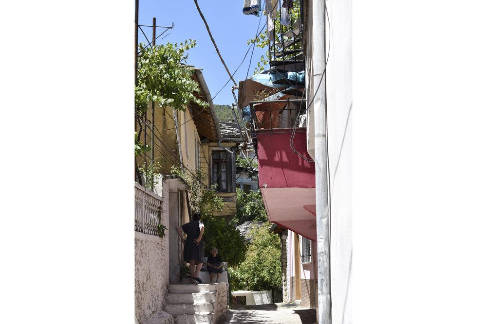 En liten by, Albania