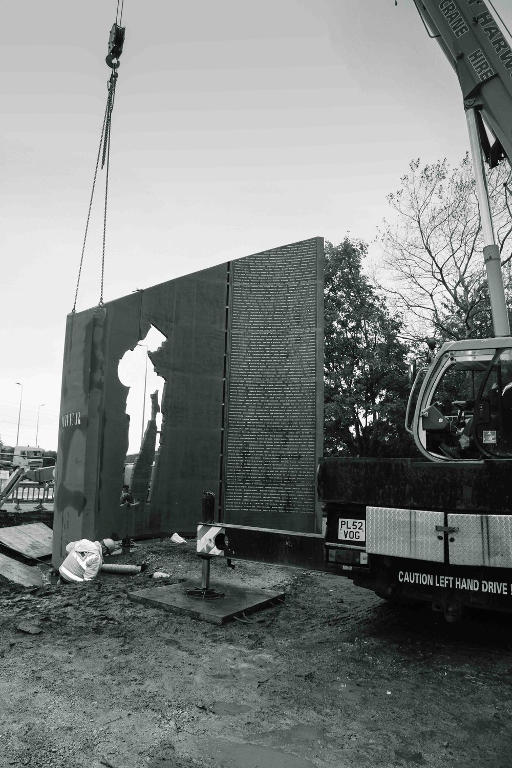 DP_Structures_War_Memorial_install_BW06_1.JPG