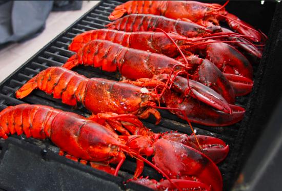 Dozen lobstahs from Inland Seafood.