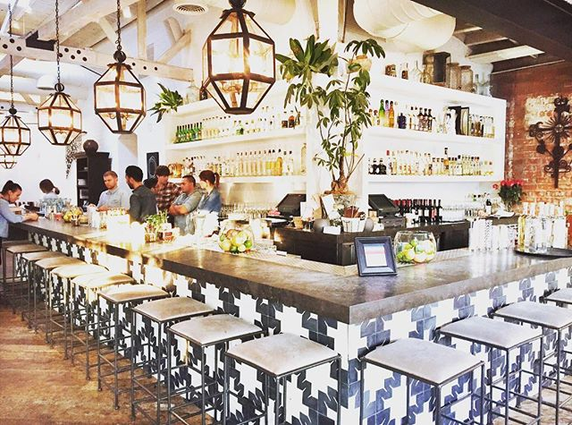 The interiors @gmweho hit the spot 💕. Their UNO bowl and Coliflor Frito weren't bad either. Total perfection 😍. #MCrecommends #MCinLA