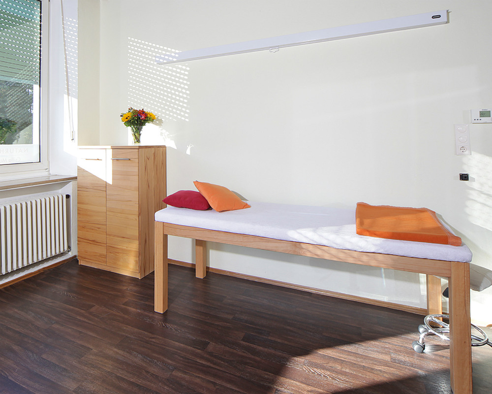 Behandlungsliege Naturheilpraxis Munchen Csilla Maria Durku.jpg