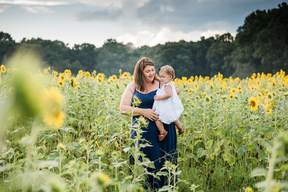 mother and daughter at Anderson Sunflower Farm