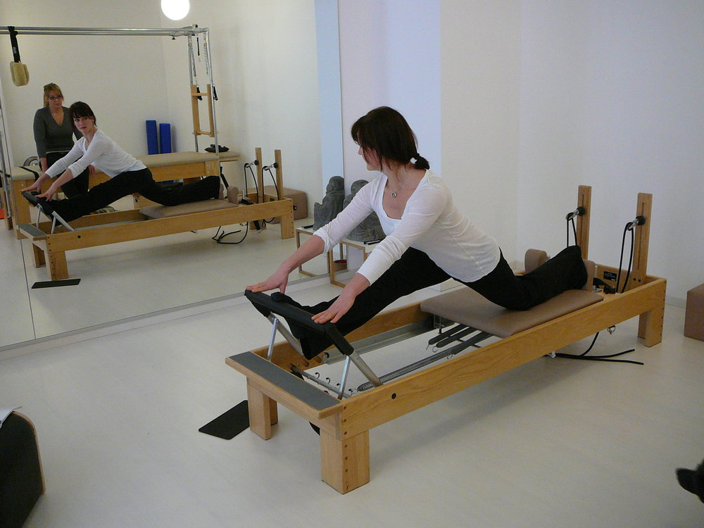 Unsere Ausbilderin Miriam Friedrich Honorio erklärt diesen wunderschönen Stretch