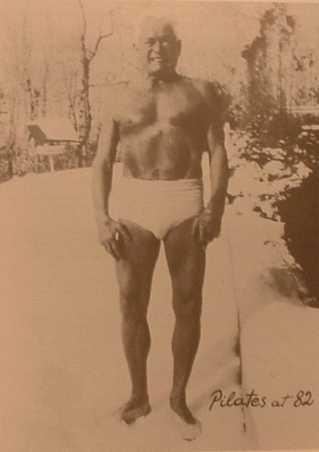 Joseph Pilates mit 82 Jahren