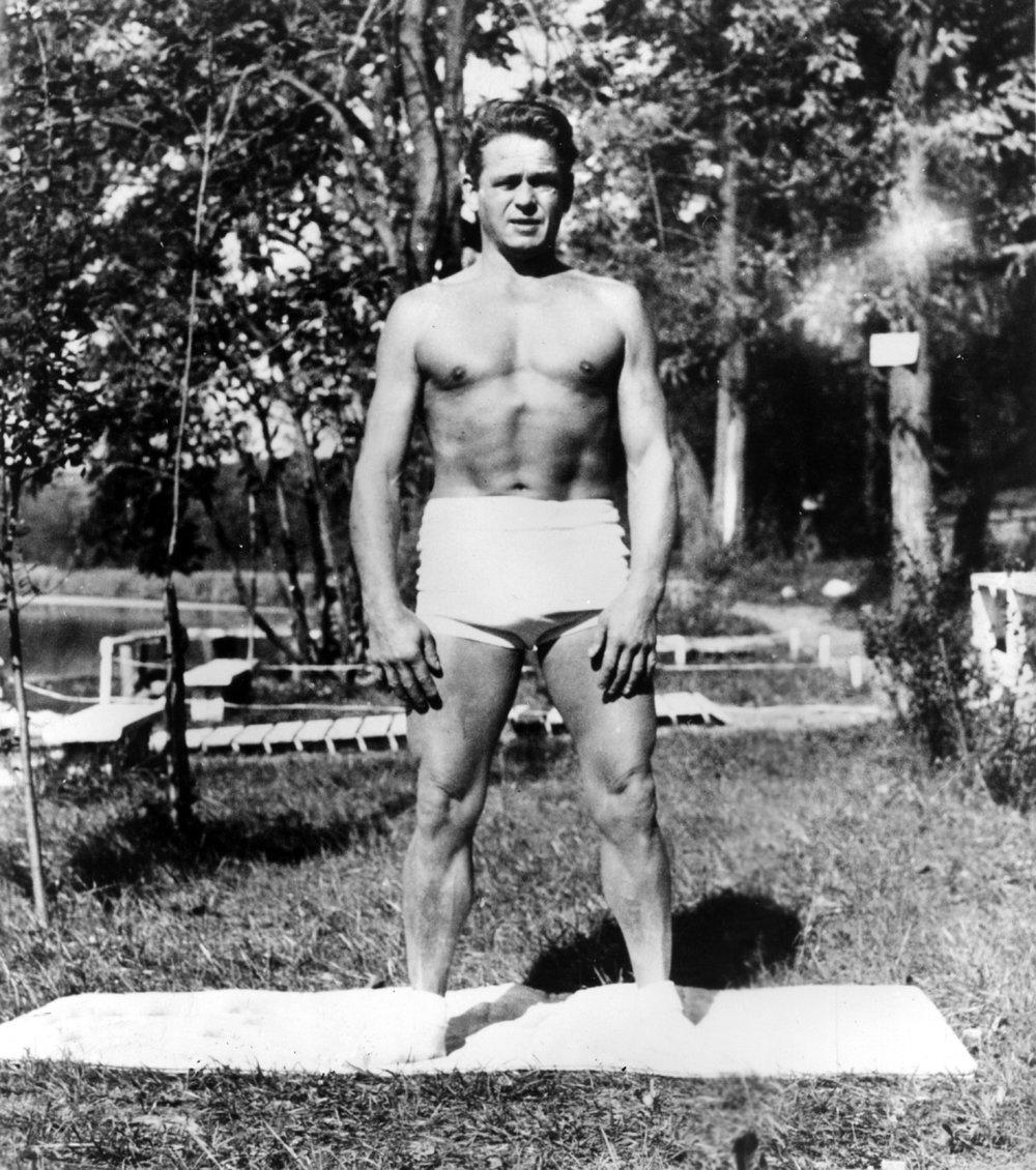 Joseph Pilates mit ca. 57 Jahren