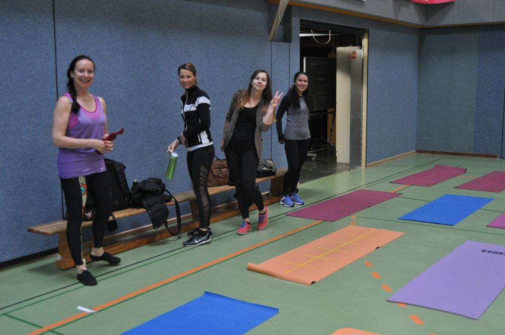 unterstützt vom Team von pilates-powers: Helena, Margaryta und Olga