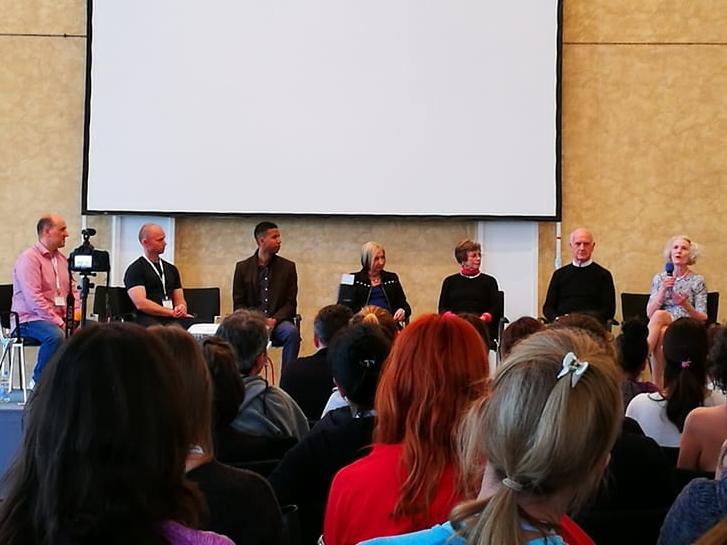 Von links nach rechts: Reiner Grootenhuis, Joakim Valsinger, Brett Howard, Kathy Corey, Lolita San Miguel, Alan Herdman, Jillian Hessel
