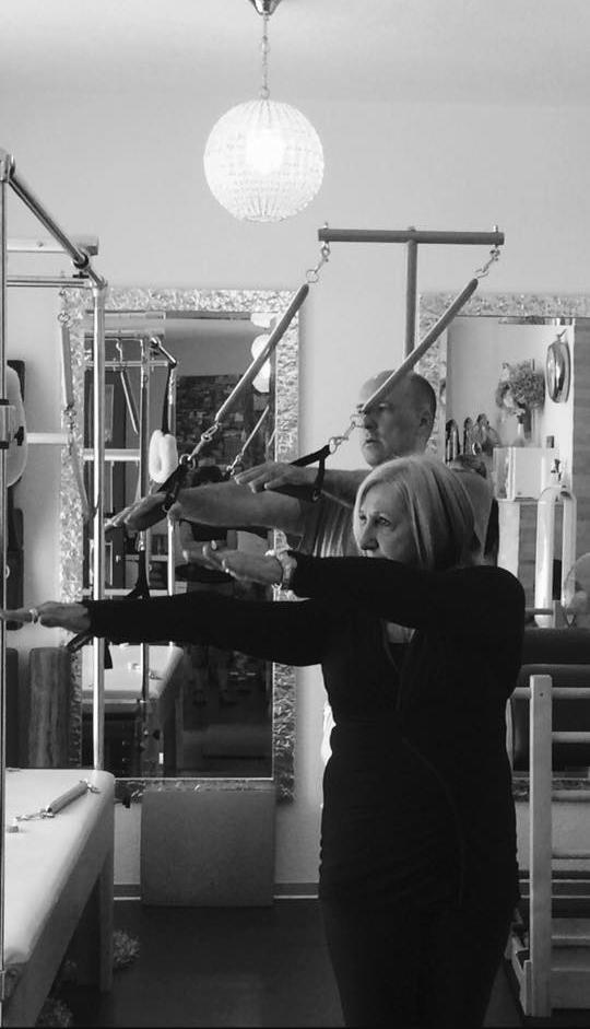 Kathy Corey zeigt mir eine ihrer besonderen Pedi-Pole Übungen