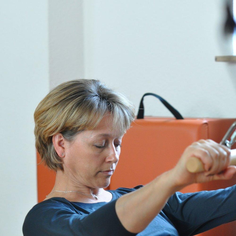 Marion bei einer Pilates-Übung
