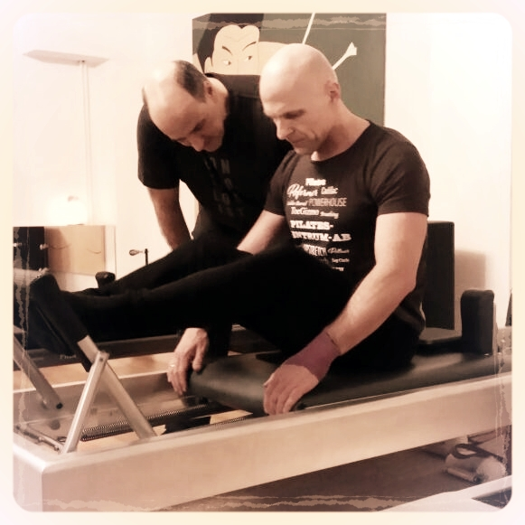 Stomach Massage - Das richtige Tempo der Stomach Massage? Da gehen die Meinungen natürlich auseinander und so zeigte ich Jörg als mögliche Variation meine Interpretation. Als wir dann noch ein paar Variationen von Ron Fletcher ins Spiel brachten, kam er auch ganz gut ins Schwitzen. 😅