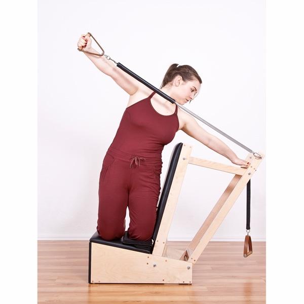 Der traditionelle Pilates Arm Chair - wir sind eines der wenigen Pilates-Studios in Deutschland bei denen Du dieses Gerät überhaupt findest.