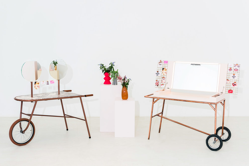 booths - Book a beauty booth and bring a unique and completely customizable experience to your event. Two mobile make-up modules, each with a distinct flair, can be fully adapted to any occasion, from lifestyle and work events to festivals.Learn more ➝