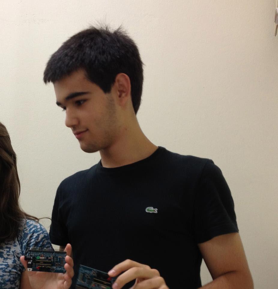 Felipe - Estudante de engenharia mecatrônica, foi aluno do professor Édson na disciplina de programação e pesquisador no grupo