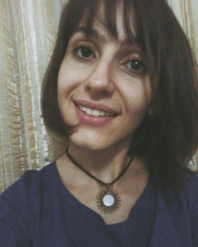 Aline - Acadêmica de Direito na UFSC. Participou como bolsista de iniciação científica no projeto de pesquisa e extensão Direito das Mulheres, com a temática de direitos humanos e representação política das mulheres. É integrante do Serviço de Assessoria Jurídica Universitária (SAJU-UFSC) e do Centro Acadêmico XI de Fevereiro - CAXIF.