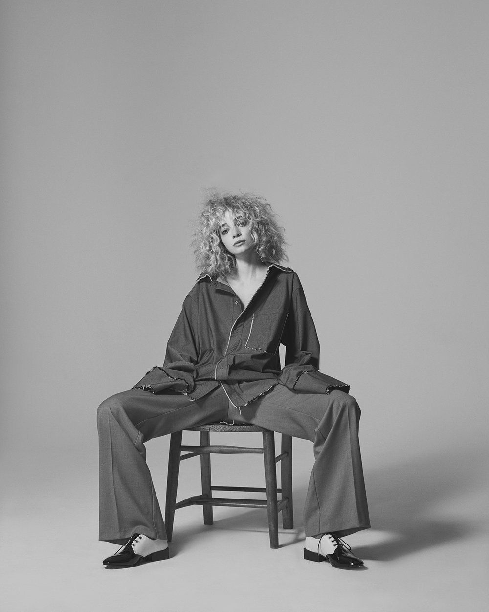 Grey oversized shirt LAERKE ANDERSEN, Wide legged pants JAMES LAKELAND, Two tone loafers ROGUES MATILDA.