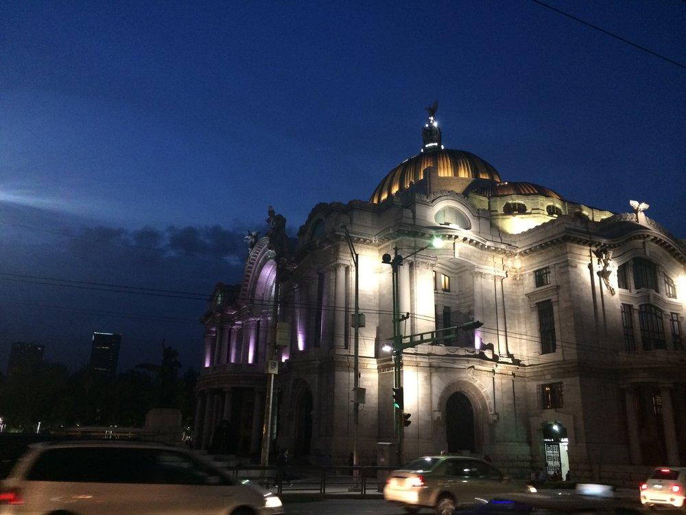Bellas Artes de noche.