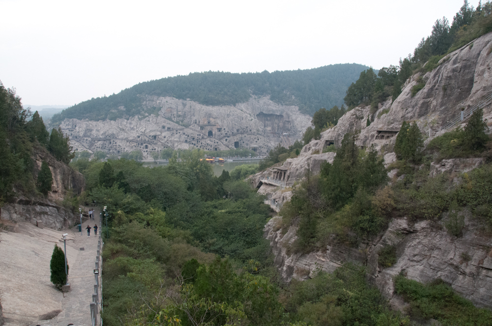 Grottoes on both sides of the Yi River