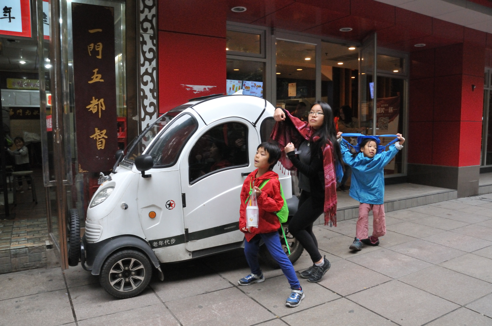 We've seen these cute electric cars around and we like it!