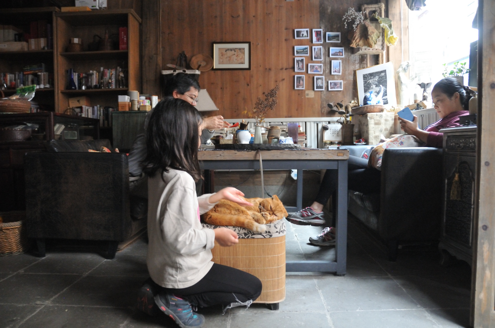 Cozy corner with Wendy, the owner of the Inn.  Star of the place is a cat with multiple names.  We call him Baozi  包子 (because his face looks like a round bun).