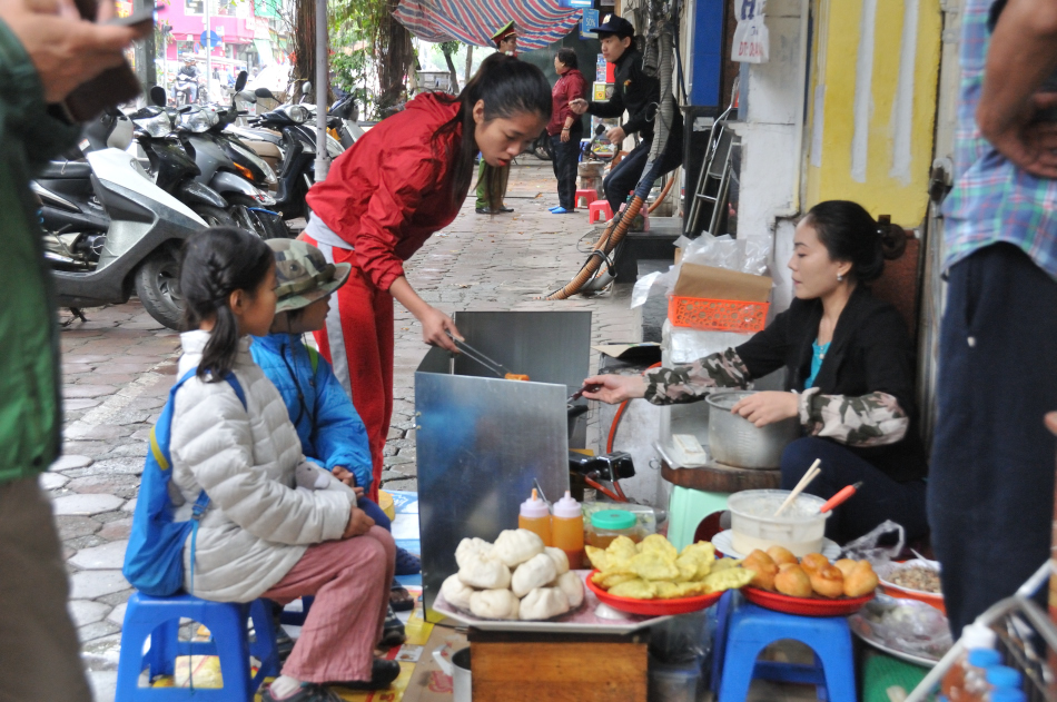Some of the best foods are found on sidewalks.  This lady has something for all of us. I.e. Fried bananas, fried baos (stuffed buns with egg and meat fillings), sticky rice balls, shrimp cakes, pastries filled with glass noodle, egg and veggies!