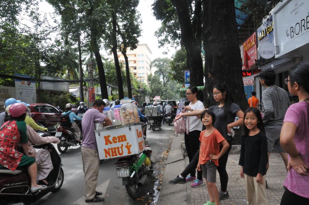 Minh Minh treats us (the kids) to ice cream.