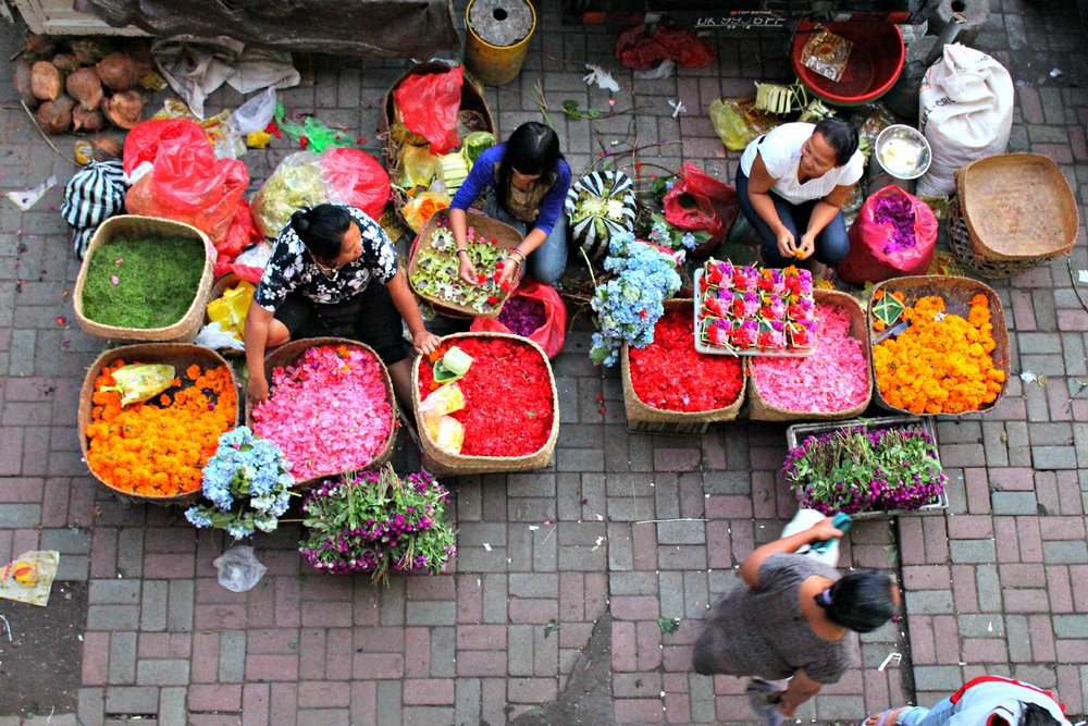 ubud_morning_market_flower_sellers.jpg