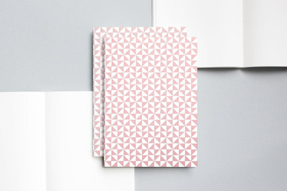 A5020M - Layflat Notebook, Kaffe Print in Clay Pink and Plain, ola 2.jpg