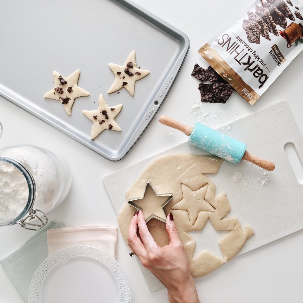 lisadiederichphotography_barkthins_november_celebrateingoodtaste_cookiebaking.JPG