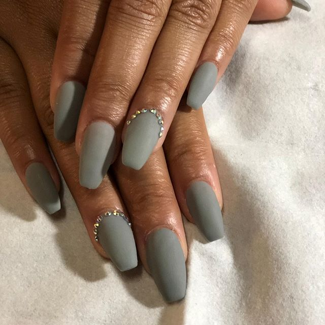#blackmalesdonails #blackownedandoperated #blackownednailsalon #manicure #pedicure #gelnails #coffinnails #stilettonails #nailsofinstagram #nailporn #nailgasm #ombrenails #luxurious_nail_boutique #nail_hogg #nailsofinstagram #swarovskicrystals #acrylicnails #fullsetnails