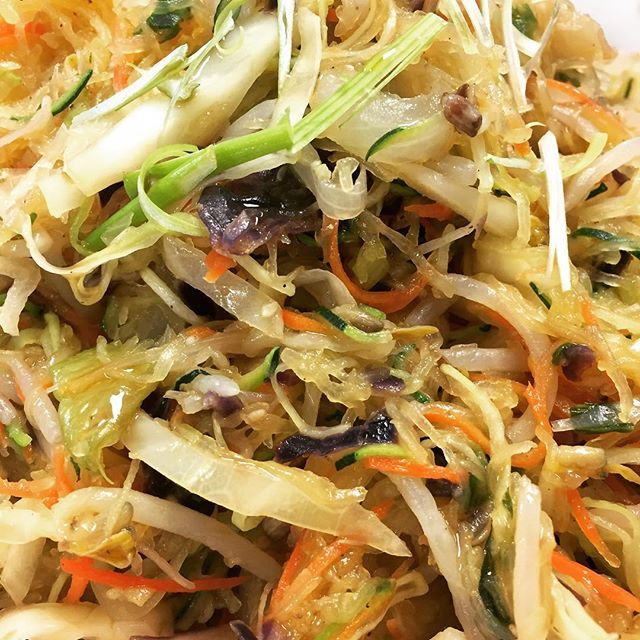 Mogu Mogu Healthy of the day! Spagettie squash and Zoodle Chow main #abqfoodies #abqlocal #healthyfood #healthyeating #healthyhabits #veggies
