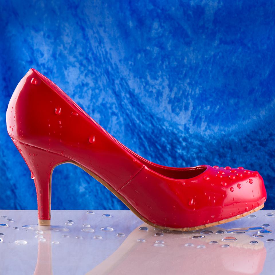 Erik-Weaver-P52-A52-0-Water-Red-Shoe-SQUARE.jpg