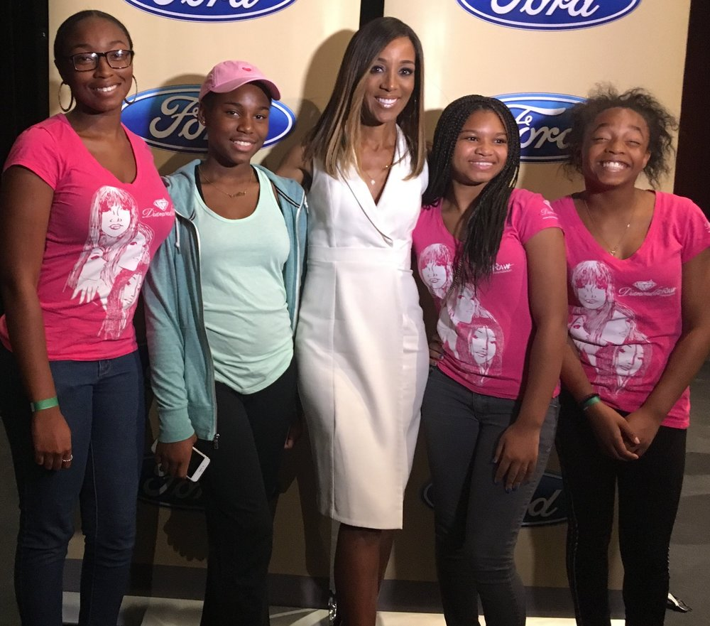 Shaun Robinson with attendees at a los angeles event to raise awareness about human trafficking