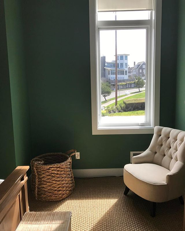 I enjoyed this soothing space on my spring break getaway @seabrookwa designed by @brian.paquette.interiors