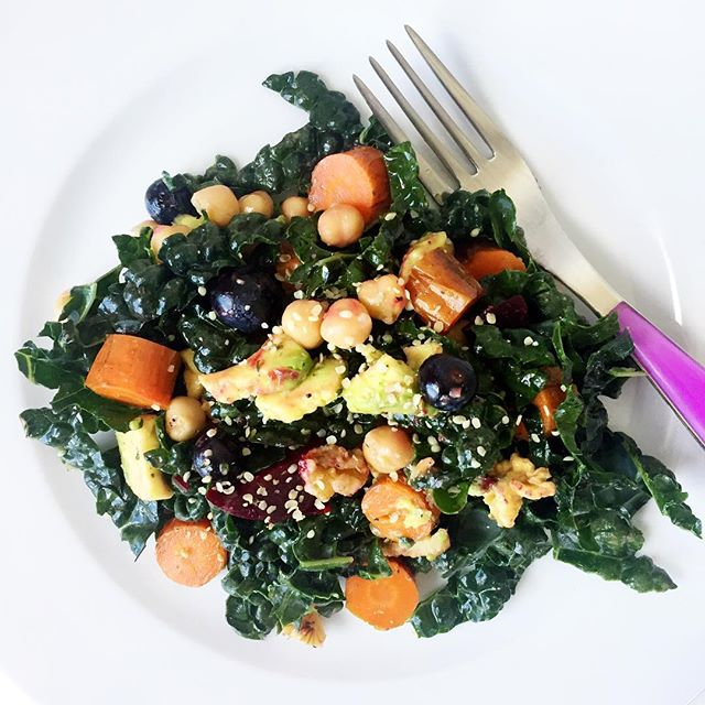 Let's talk feelings. How good do you want to feel? Enjoying a kale salad with roasted beets, carrots, garbanzo beans, avocado, blueberries, walnuts and hemp seeds for lunch and I'm feeling fabulous. Eat the rainbow 🌈 and radiate! 💚✌️ @thrivemags #kale #plantbased #plantpower #healthyeating #eattherainbow #sanfrancisco