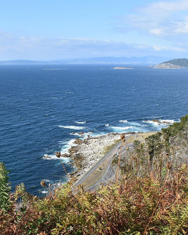 Spring is finally here in Galicia and I have worked up a little blog post for you to have a glimpse into this little corner of Spain. Check out the three reasons you should put it on your destination #bucketlist ! ⠀ ✈️ . . . . #galicia #galifornia #flashesofdelight #justbackfrom #followmeto #mamaabroad #letsgosomewhere #welltraveled #lonelyplanettraveller #travelingram #travelinspiration #viajaespaña #sheexplores #cntravelereats #wanderlust #travelblog #openmyworld #viajaeuropa #livefullyalive #darlingmovement #howitravel #adventuring #slowtravel #smallcities #coastallife #bestbeaches #vigo #baiona